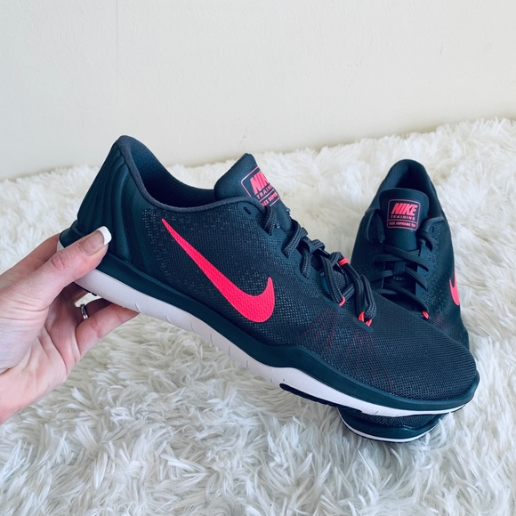 edbe623070ef NEW Nike Women s Flex Rn